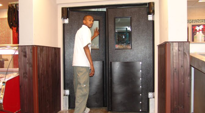 ATTRACTIVE AND TOUGH – APEX SR 9000 TRAFFIC DOOR