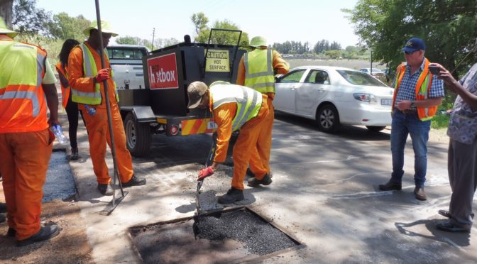 MOBILE HOT-MIX-IN-A-BAG OVEN TRAILER COMBO OPTIMISES LABOUR-INTENSIVE ROAD REPAIRS
